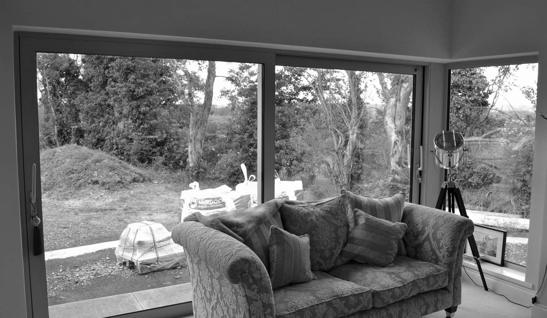 Fleming Dwelling - Aluminium Lift & Slide Doors With Corner Window In Sitting Area